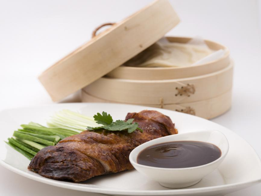 JetDine Menu f23 - duck rolls with leeks, cucumber and hoi sin sauce