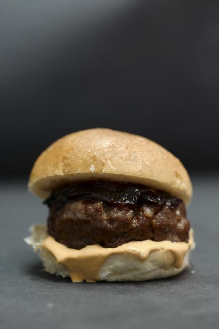 JetDine Menu F7 - mini burger with caramelised onions and smoked aioli sauce